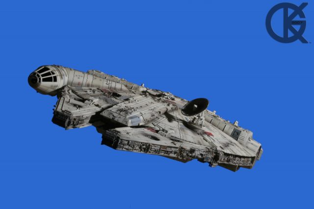 Master Replicas Millennium Falcon (Signature Edition)